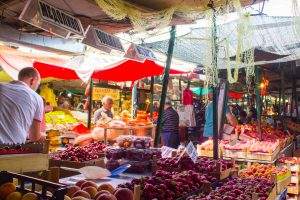 étalage de fruits - vieux bazar - Skopje