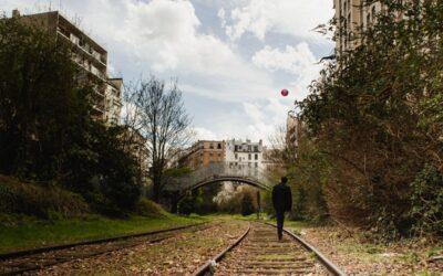Promenade sur la Petite Ceinture de Paris, ancienne voie de chemin de fer