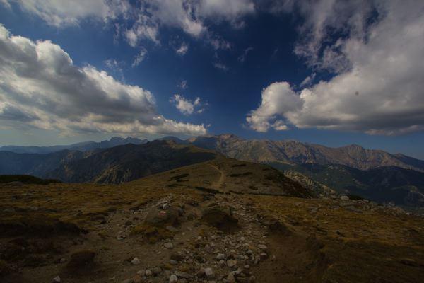 Chemin au sommet des montagnes, GR20, Corse