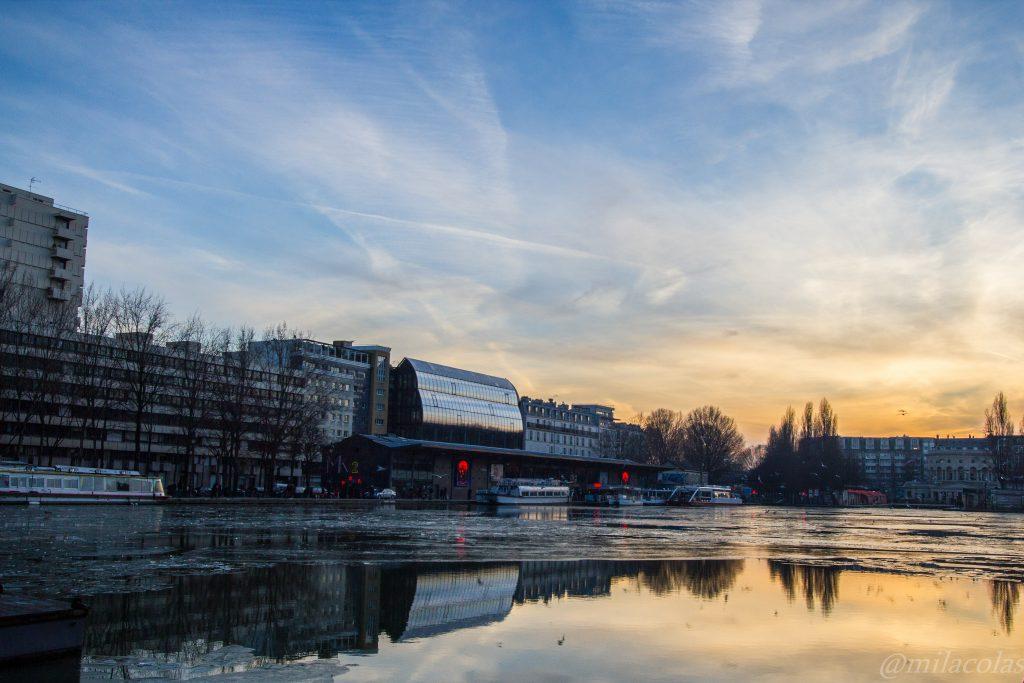 Canal de l'Ourcq glacé à Paris 19