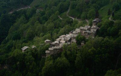 Valliera, le village caché des Alpes qui renaît de ses cendres.
