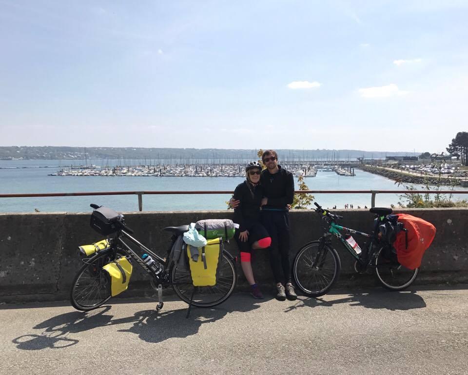 Mila & Denni, départ tour d'Europe à vélo