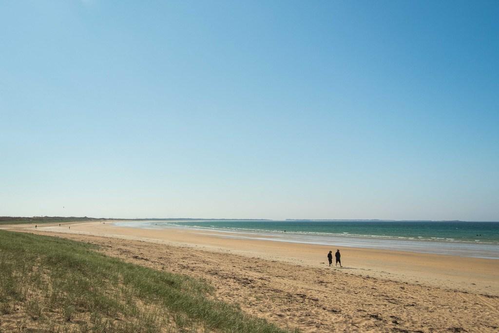 Couple sur la plage d'Erdeven