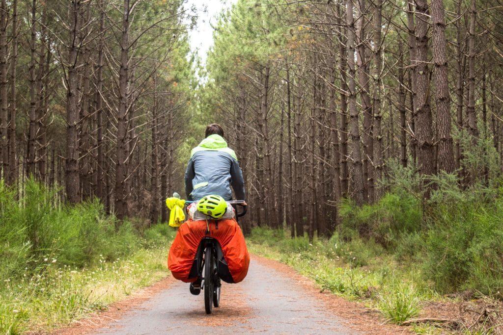 Vélo + sacoches protection pluie - Vélodyssée