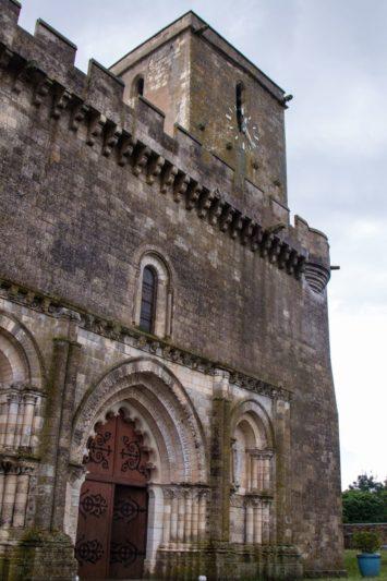 église forteresse marais poitevin