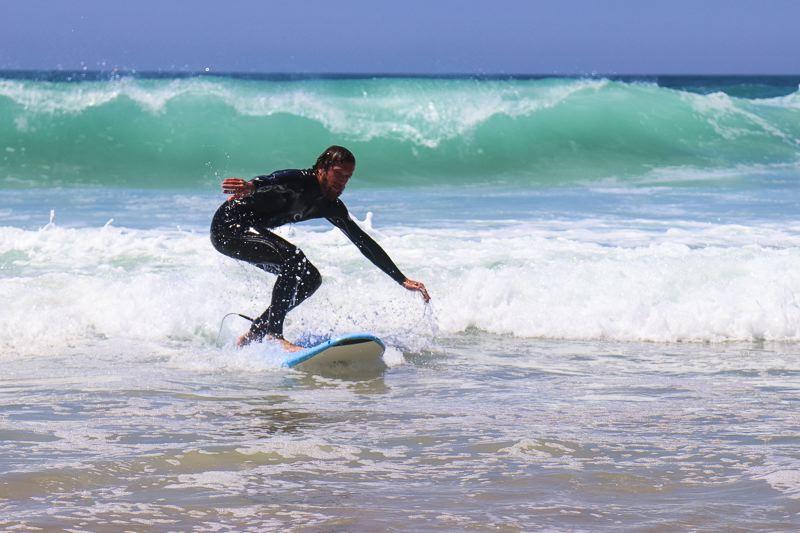 Denni apprendre le surf en Gironde