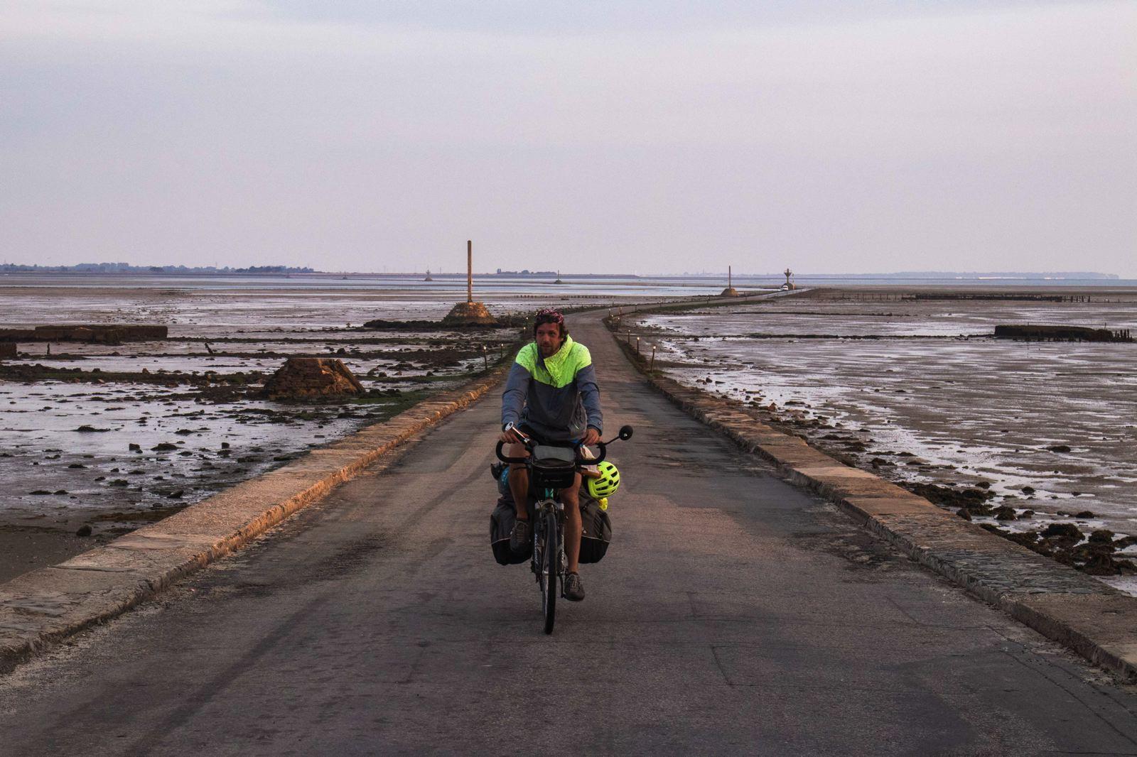 Vendée à vélo - passage du Gois sur la Vélodyssée