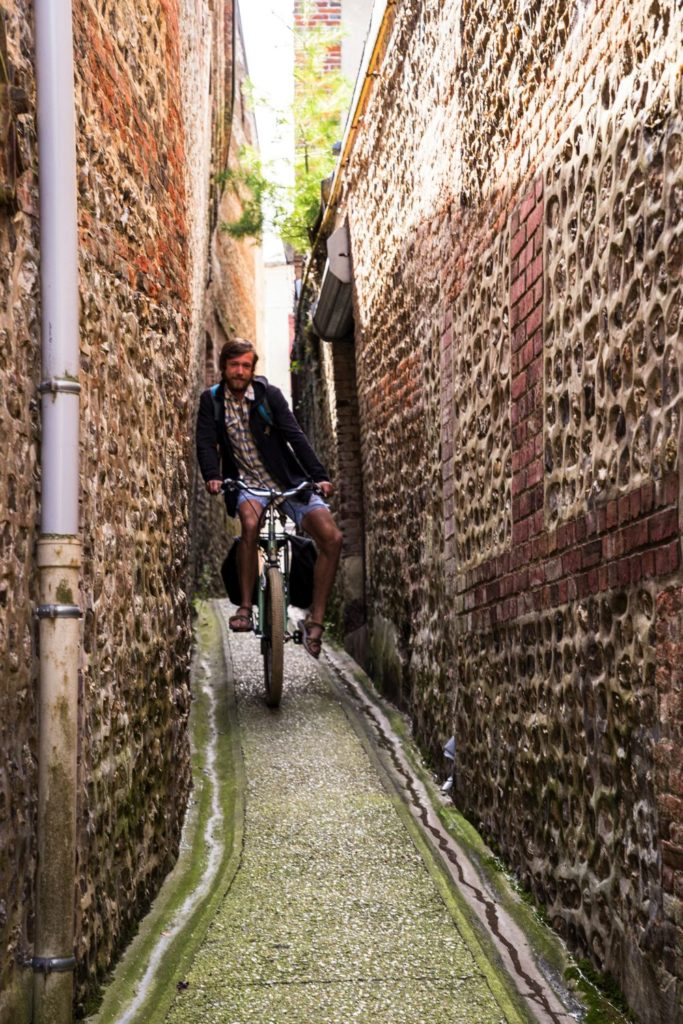Ruelles étroites Valmont - Fécamp à vélo