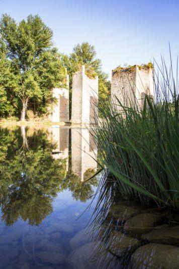 Pile du vieux pont médiéval Lussac-le-Chateau