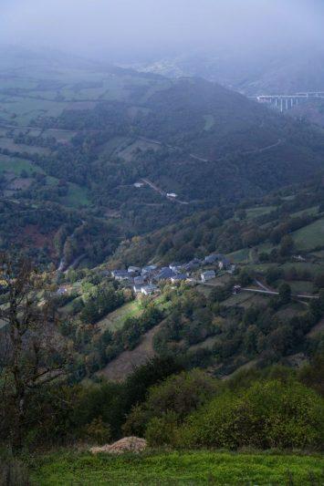 Village - vue depuis la route - EuroVelo 3 Espagne