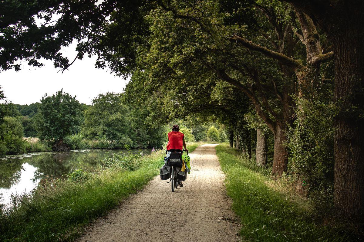 Le canal de Nantes à Brest à vélo, un itinéraire bucolique en Centre-Bretagne