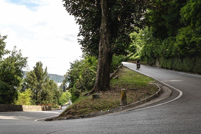 Route vers le mont sacré Arona