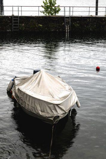 Une pluie battante sur le lac Majeur