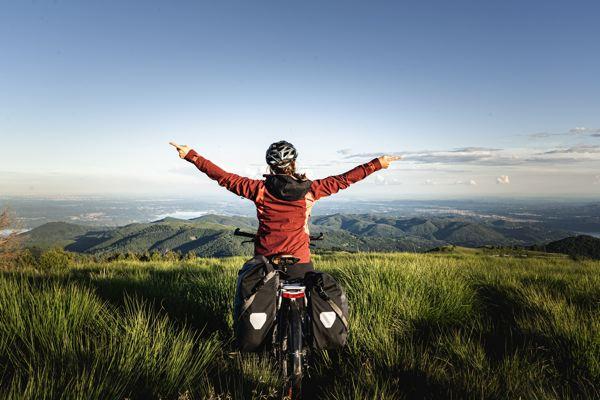 Vue sur les lacs - Mottarone à vélo