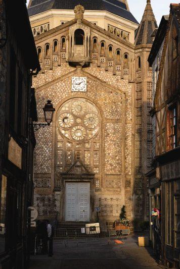 Domfront - église et ruelles