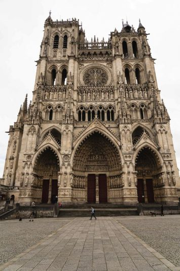 La facade de la cathedral de Amiens, la véloroute de la vallée de la Somme