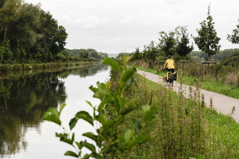 Sur le chemin d'halage de la véloroute d la Vallée de Somme