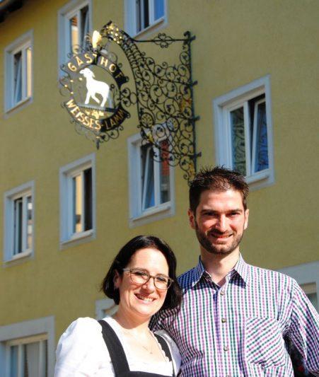 Laura, la Bavaroise, et Eric, le Niçois accueillent de nombreux cyclistes dans leur hôtel-restaurant de Kelheim.