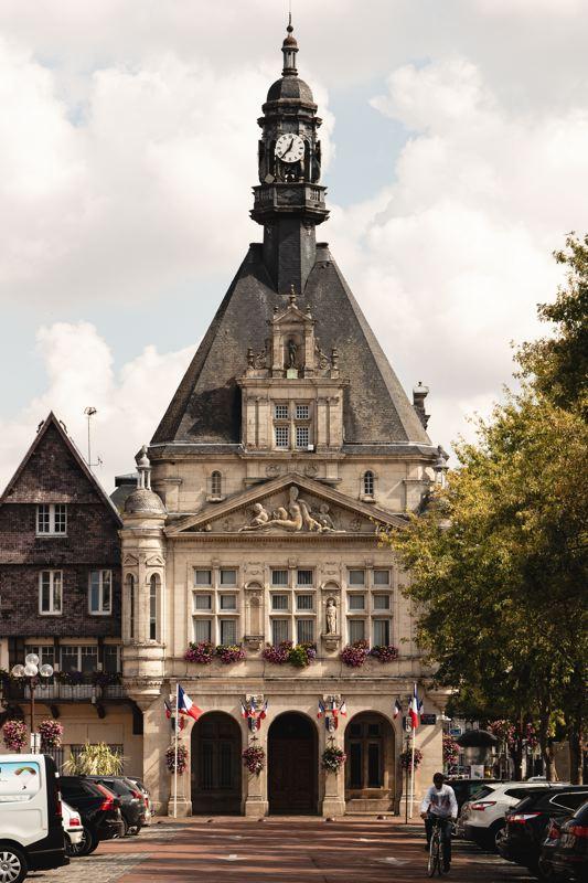 La mairie de Peronne, V30, la véloroute de la vallée de Somme