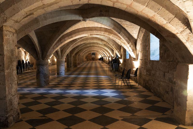 La cave de l'Abbaye royal de Moncel - Avenue Verte Londres Paris