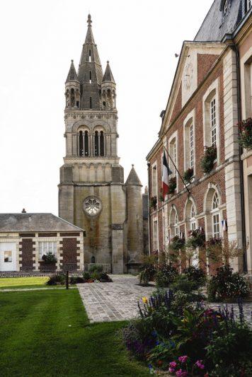 Eglise et mairie - Bresles