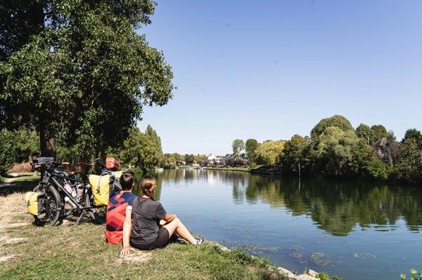 Pause devant l'Oise - Avenue Verte