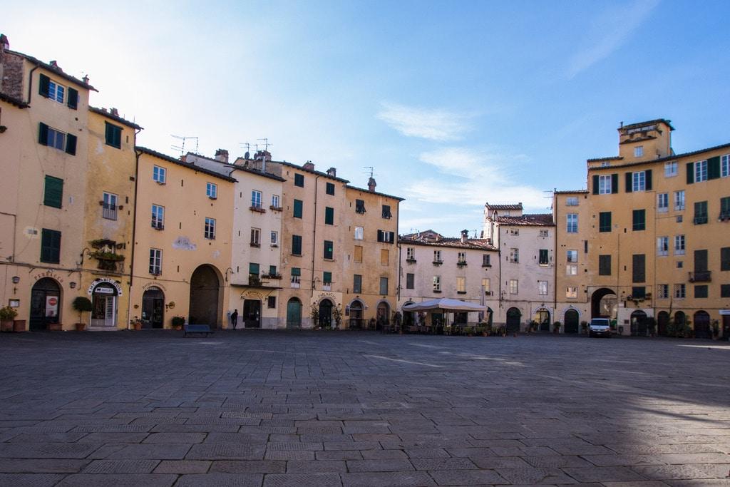 piazza-anfiteatro-lucques