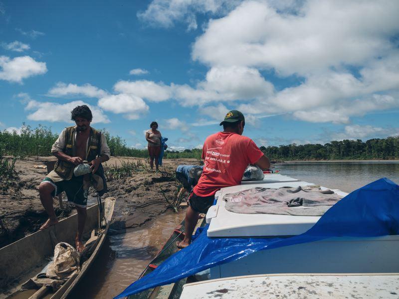 Du troc sur la rivière - Amazonie